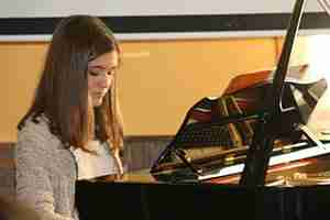 Skype Online Piano Lessons Review by online piano student Beatriz