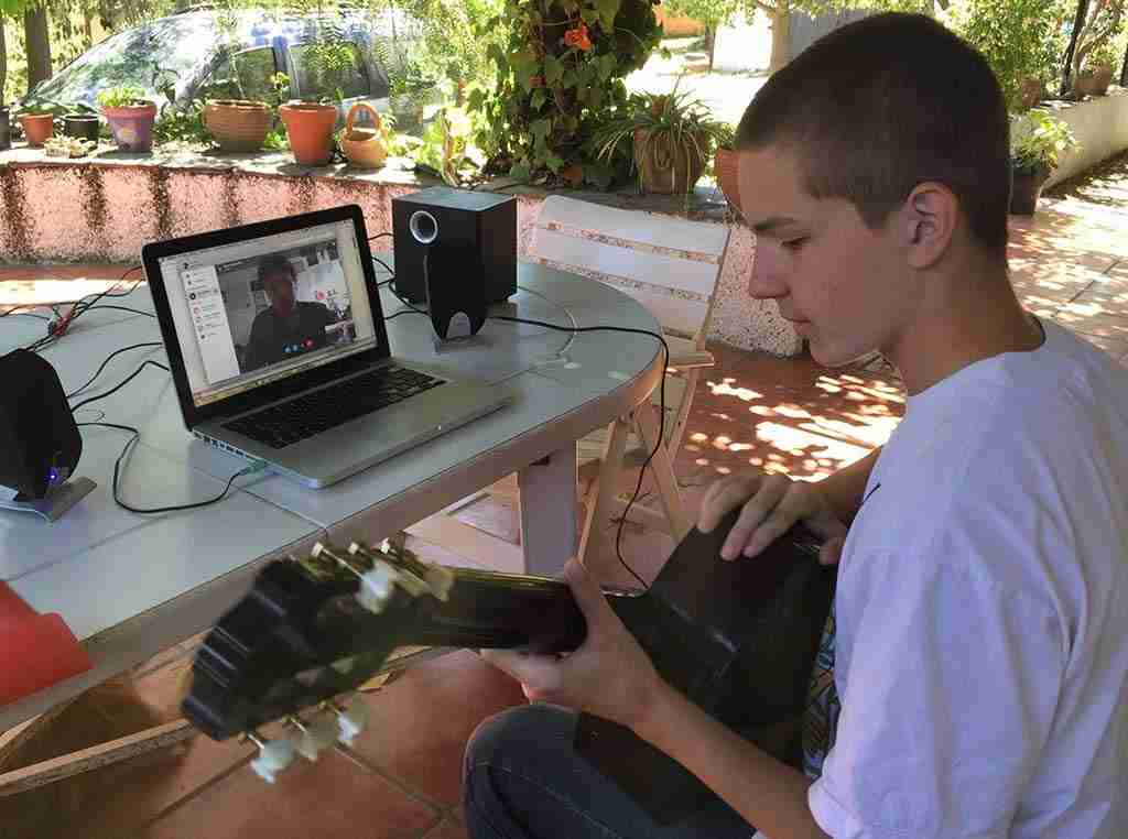 Skype guitar lessons live online
