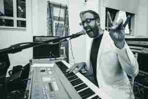 Tom Crew live Skype piano lessons online