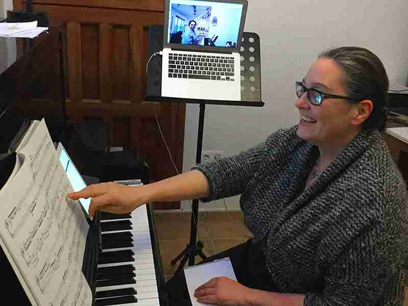 Pros & cons of Skype piano lessons online