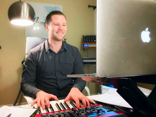 online piano and singing lessons with Alex at Music Lessons Anywhere