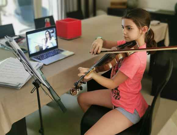 Zoom violin lesson online with MusicLessons Anywhere