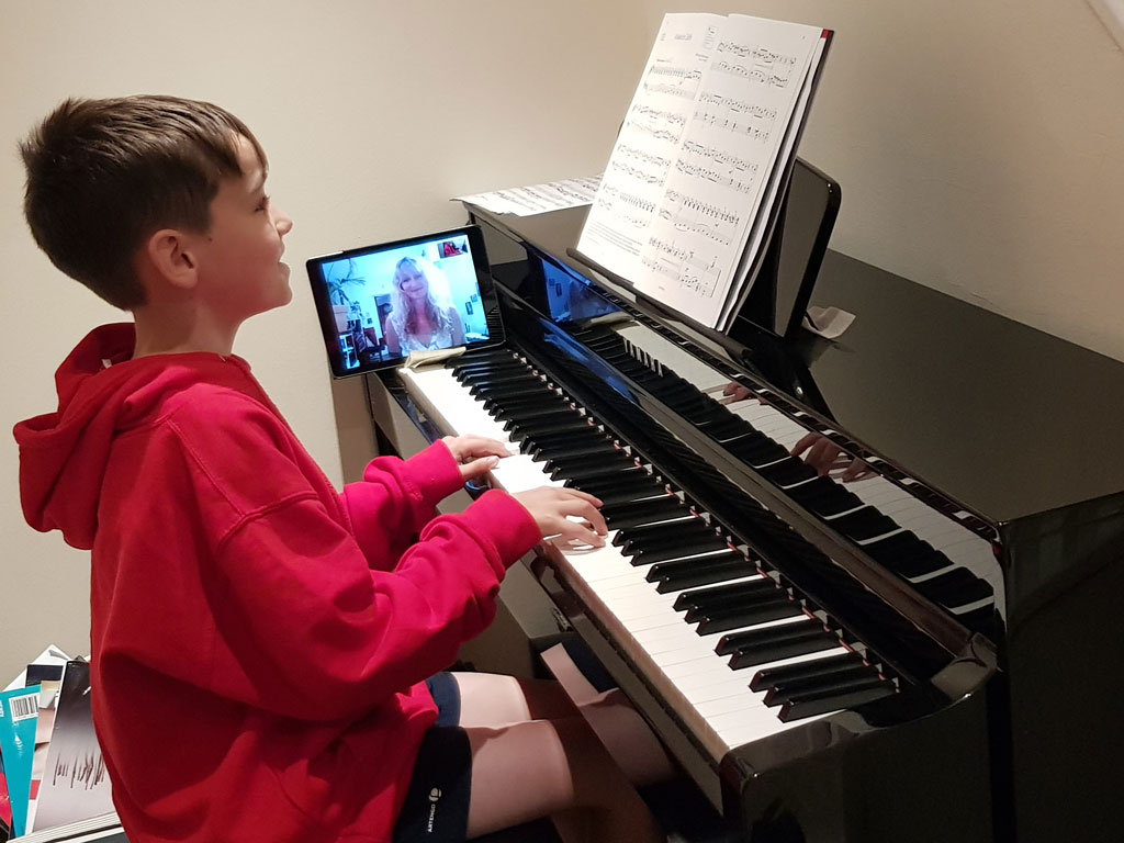 Skype piano lessons online - Music Lessons Anywhere